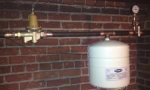 pressure regulator with gauge